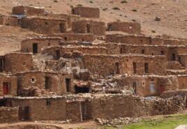 Maisons en montagne au pied du Haut-Atlas